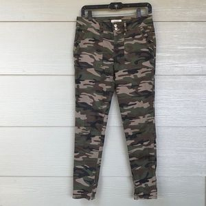 Forever 21 camo skinny pants (M)